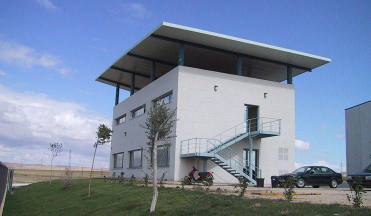 2_3_2-oficinas-y-vestuarios-en-el-sector-del-hormigon-prefabricado-1-min