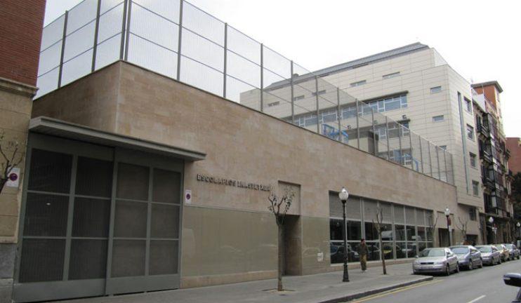 edificio-escolar-pista-polideportiva-y-aparcamientos-ar-62-arquitectura-1
