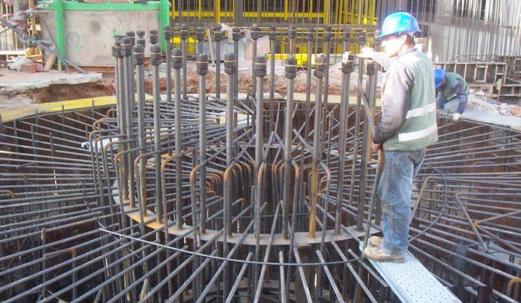 instalacion-de-chimenea-de-50m-en-el-sector-del-vidrio-1